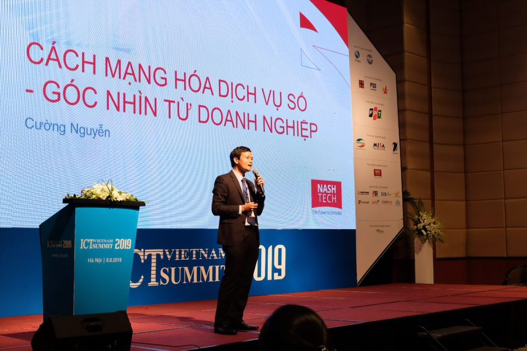 Mr Nguyen Hung Cuong – Managing Director of NashTech Vietnam is presenting about the Harvey Nash / KPMG CIO Survey 2019 at Vietnam ICT Summit 2019