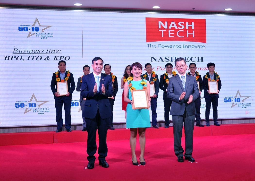 Ms Tu Kieu, Marketing Manager, received Top 50 + 10 Vietnam's leading IT companies award.